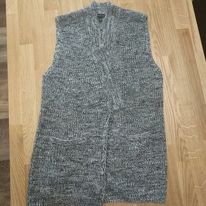 Grey sweater vest- great condition